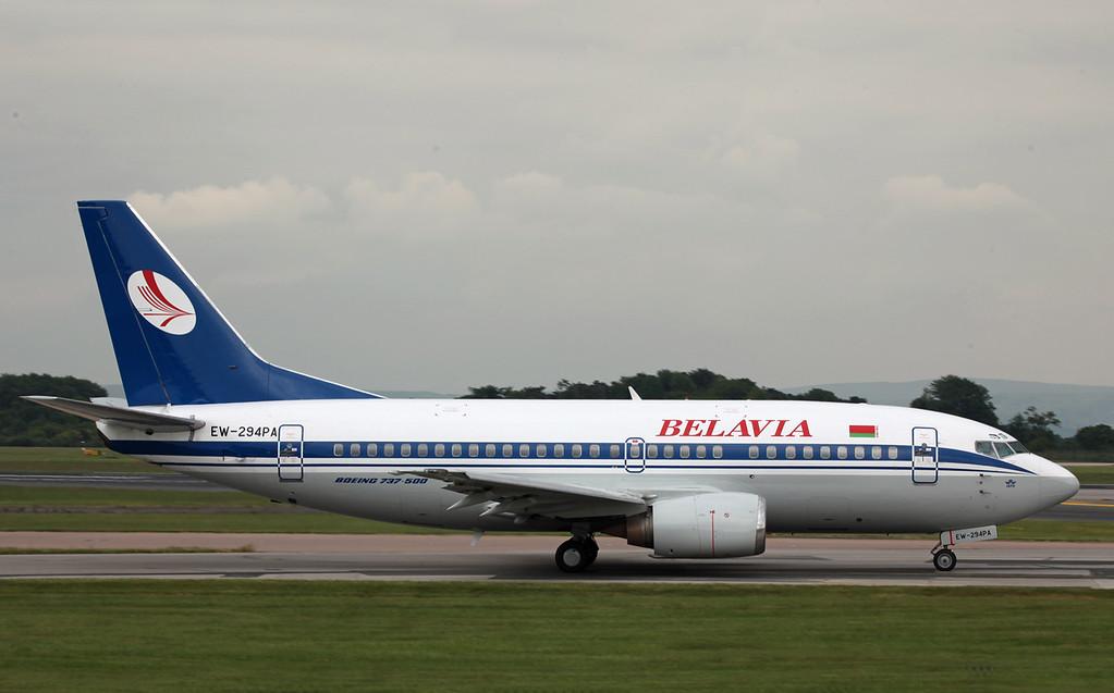 EW-294PA B737-500 (MAN) Belavia (2)