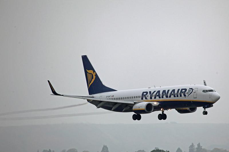 EI-DHT B737-800 (Edinburgh) Ryanair 3