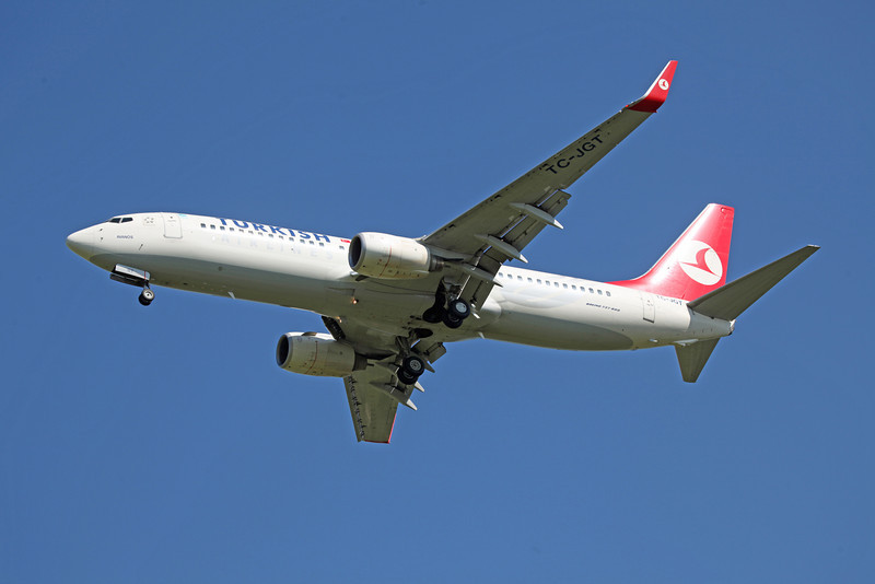 TC-JGT B737-8F2 (MAN) Turkish (2)