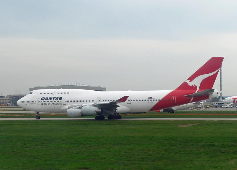 VH-OJM Boeing B747-438 (LHR) Qantas