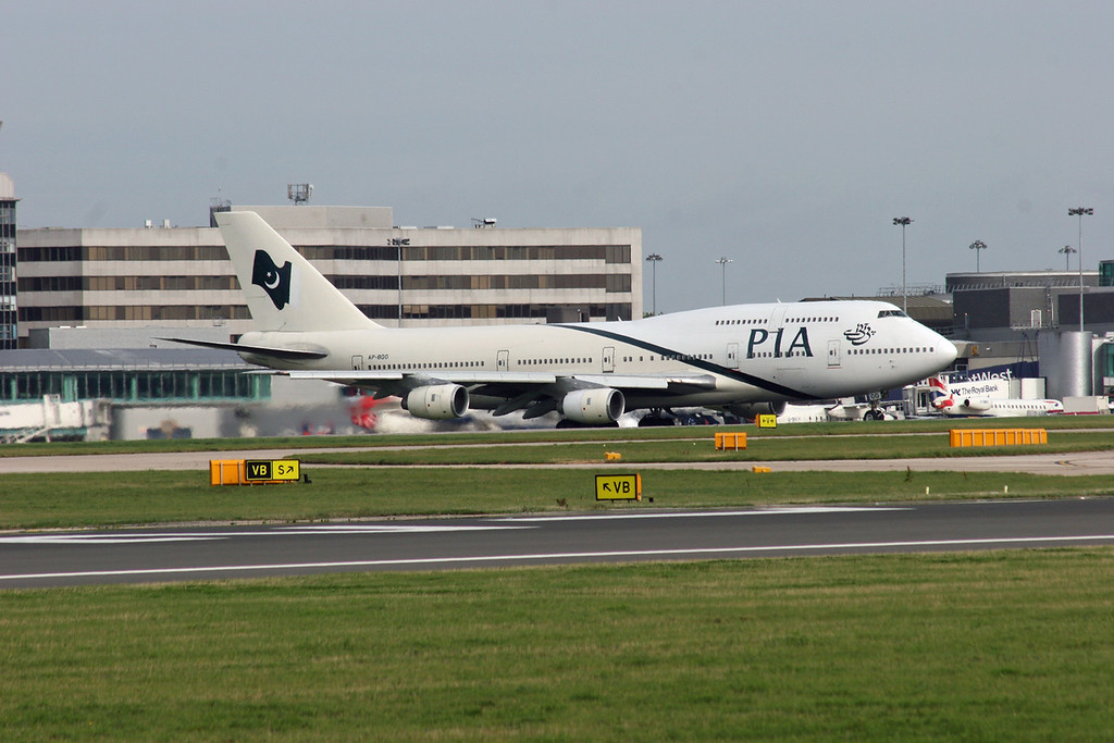 AP-BGG Boeing B747-367 (MAN) Pakistan International Airlines 3