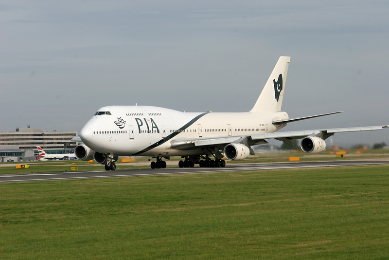AP-BGG Boeing B747-367 (MAN) Pakistan International Airlines