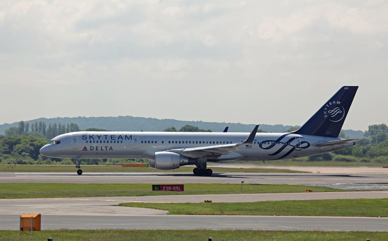 N717TW B757-200 (MAN) Delta Airlines (Skyteam C-S) (2)