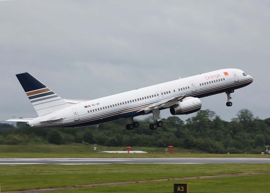 EC-ISY Boeing B757-256 (MAN) Priviledge (PVG) [2]