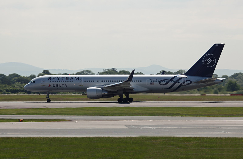 N717TW B757-200 (MAN) Delta Airlines (Skyteam C-S) (3)