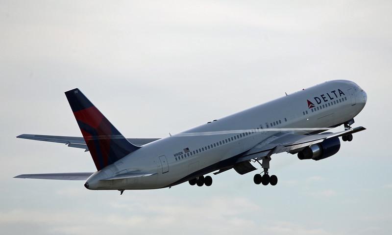 N190DN B767-300 (MAN) Delta Airlines 2