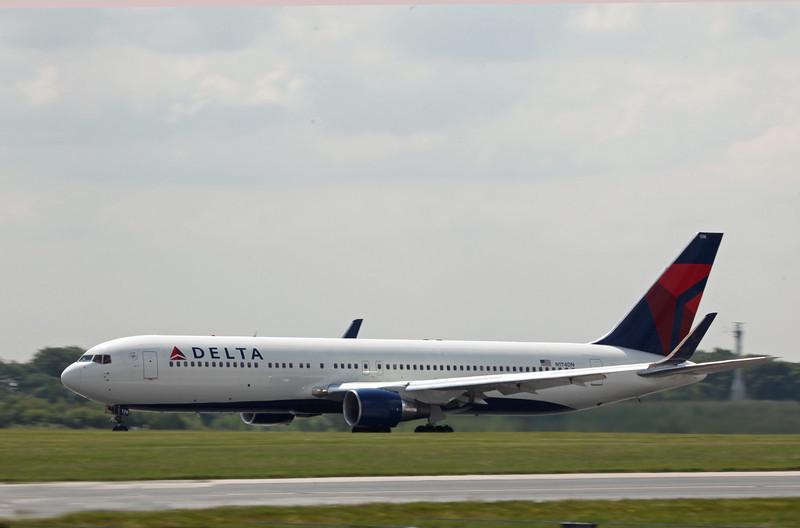 N174DN Boeing B767-300 (MAN) Delta