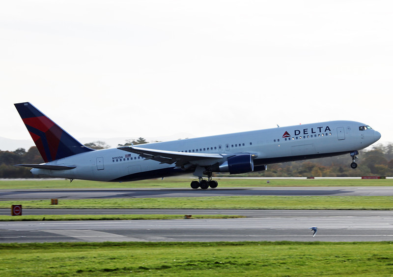 N190DN B767-300 (MAN) Delta Airlines 4