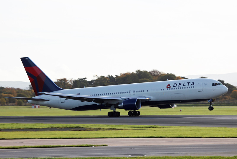 N190DN B767-300 (MAN) Delta Airlines 3