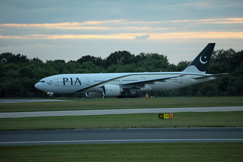 AP-BGL B777-200ER (MAN) PIA Pakistan International Airlines