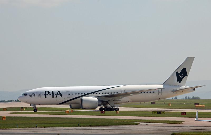AP-BGZ B777-200LR (MAN) PIA Pakistan International Airlines
