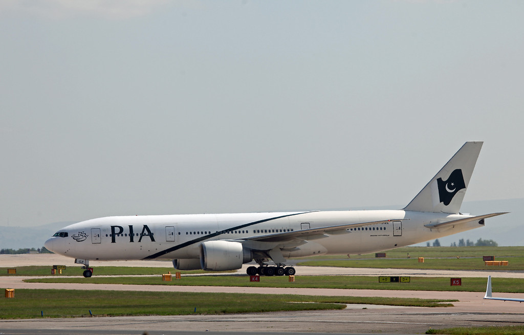 AP-BGZ B777-200LR (MAN) PIA Pakistan International Airlines