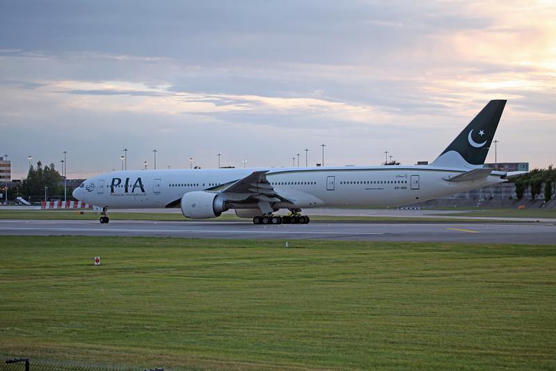 AP-BID 777-340ER (MAN) Pakistani International Airways