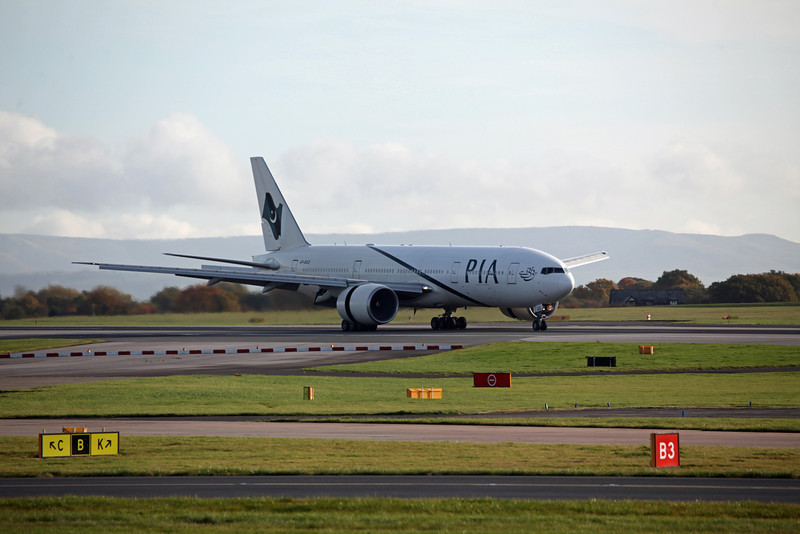 AP-BGZ B777-200LR (MAN) PIA Pakistan International Airlines 5