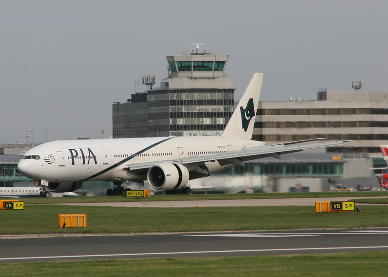 AP-BGL Boeing B777-240ER (MAN) Pakistan International Airlines