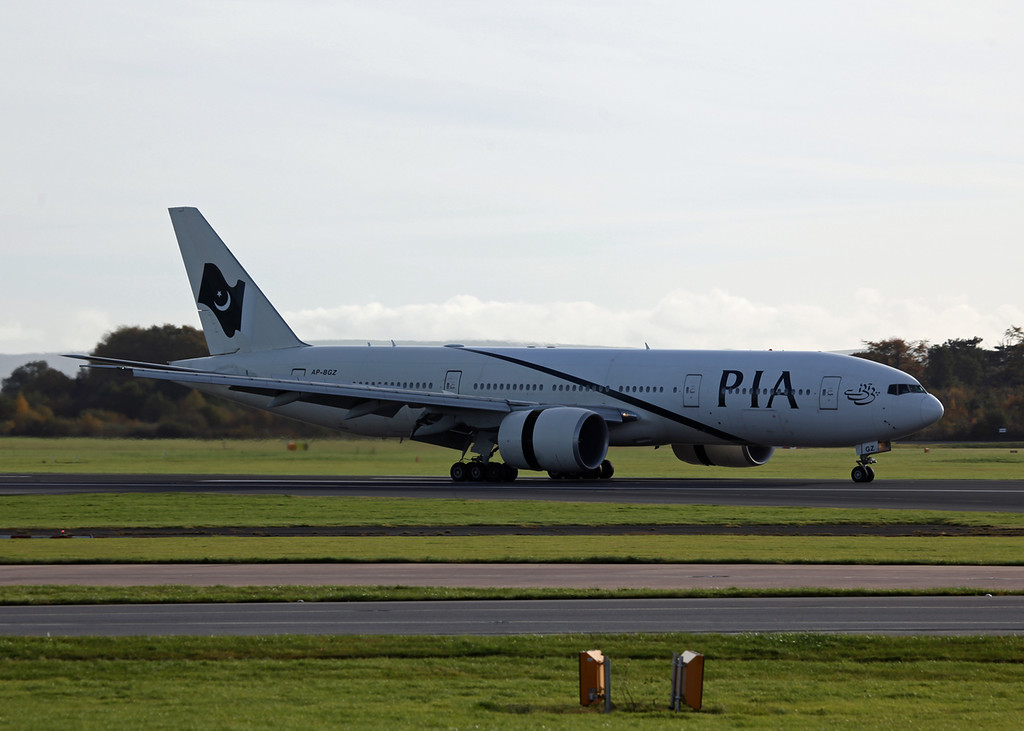 AP-BGZ B777-200LR (MAN) PIA Pakistan International Airlines 3