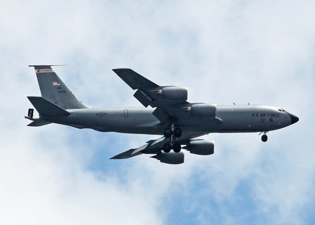 10-298 Boeing KC135 (Milwaukee) US Air National Guard 2