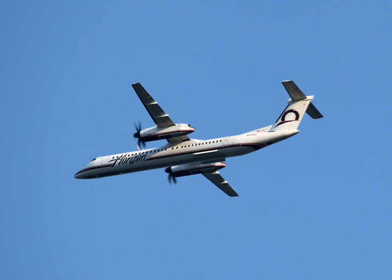 N415QX Dehavilland DHC-8-402 (In flight over Vancouver) Horizon Air Industries Inc