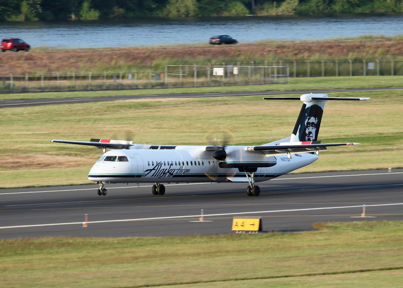 N427QX Bobardier DHC 8-402 (Portland, OR) Horizon Air Industries