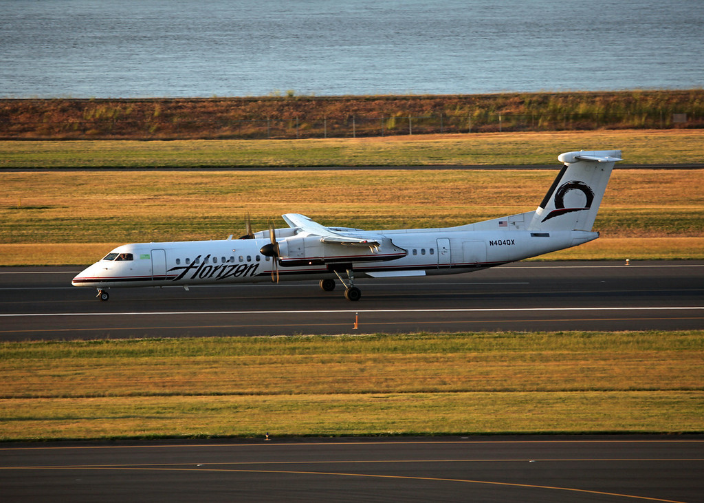 N404QX Bombardier DHC-8-402 (In flight over Vancouver) Horizon Air Industries Inc
