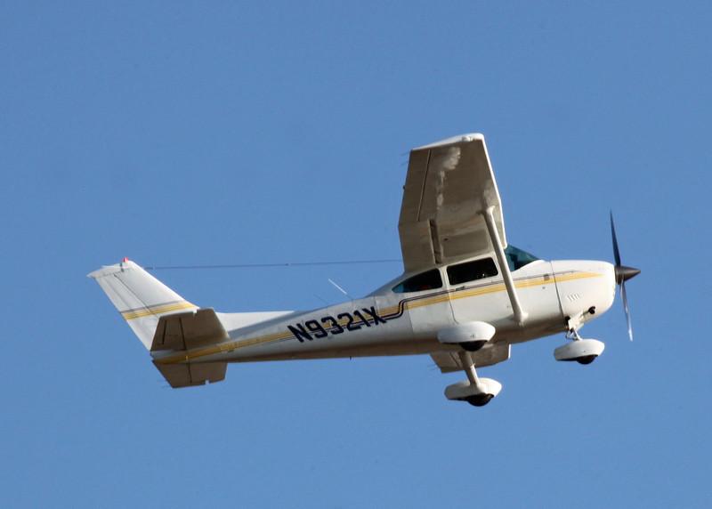 N9321X Cessna 182R (SRQ) Sakonnet Air Charter Inc