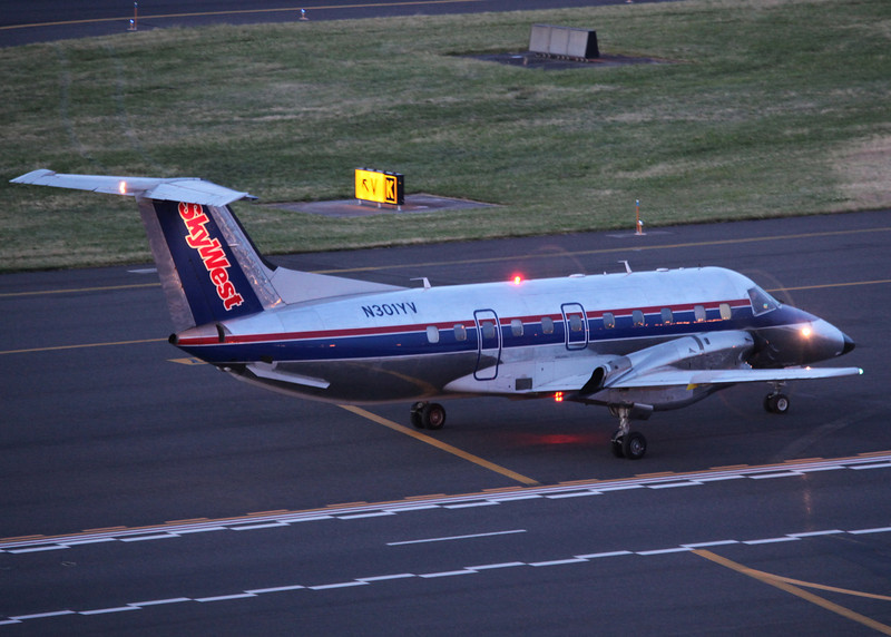 N301YV Embraer EMB-120ER Brasilia aircraft (Portland Airport, Oregon) Skywest Airlines
