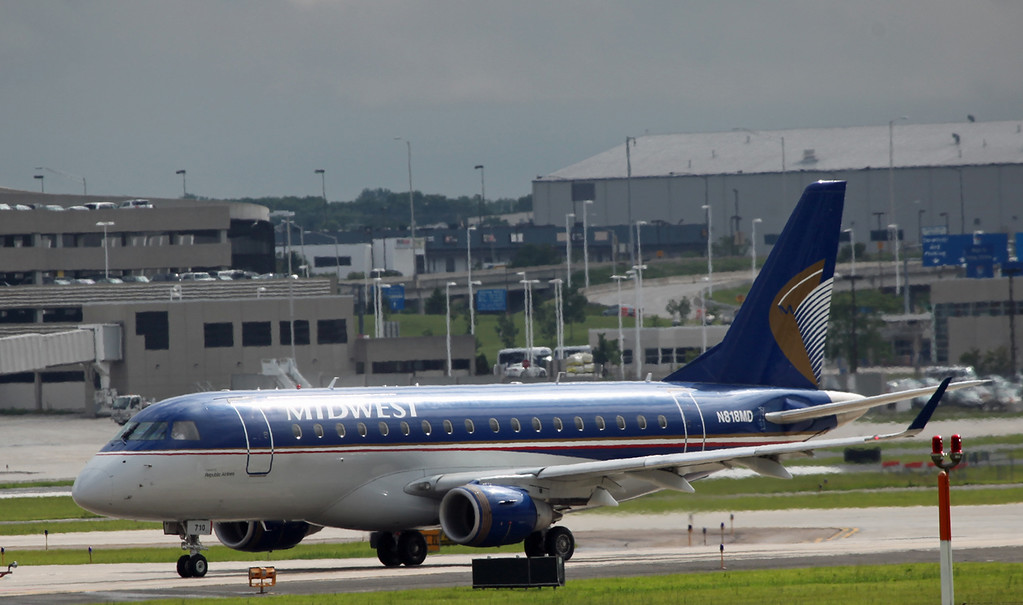 N818MD Embraer ERJ 170-100SU General Mitchell Airport - Milwaukee) Republic Airways - Midwest)