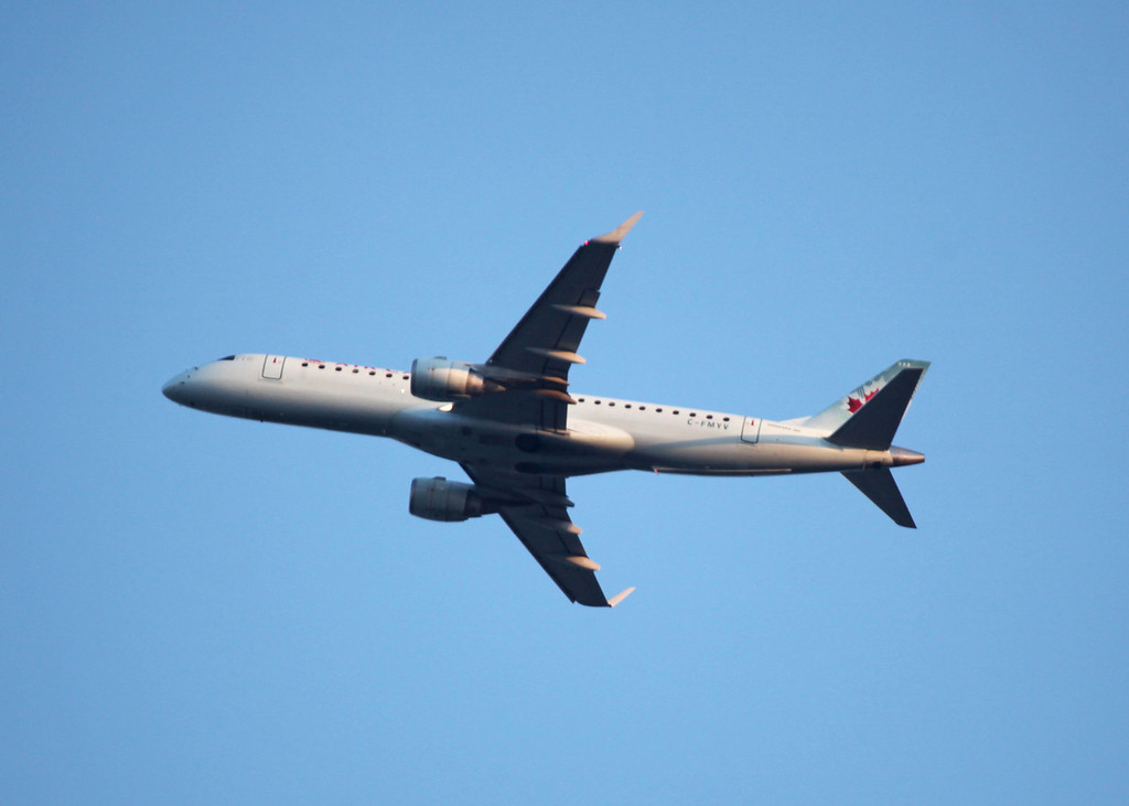 C-FMYV Embraer ERJ 190-100 IGW (In flight over Vancouver) Air Canada
