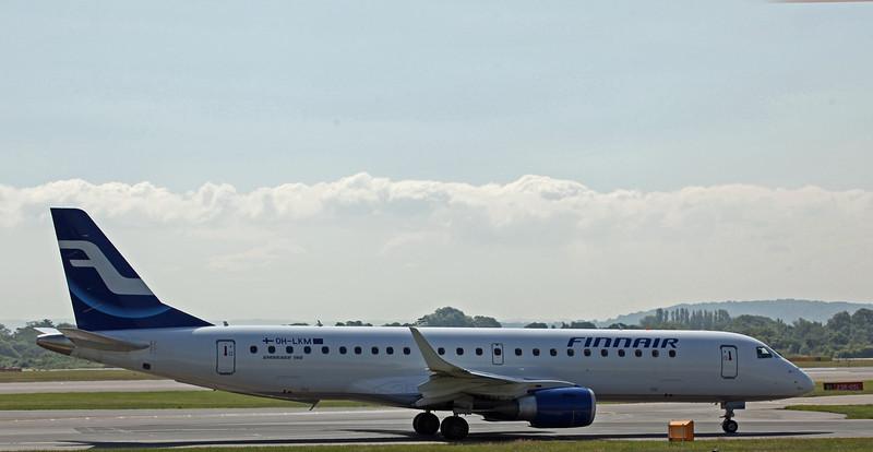 OH-LKM Bombardier ERJ-190LR (MAN) Finnair (2)