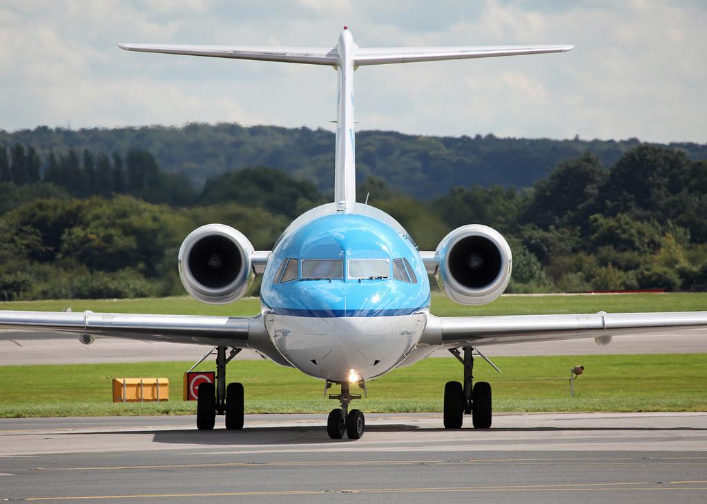 PH-KZS Fokker 70 (F28-0070) (MAN) KLM Cityhopper [head on]
