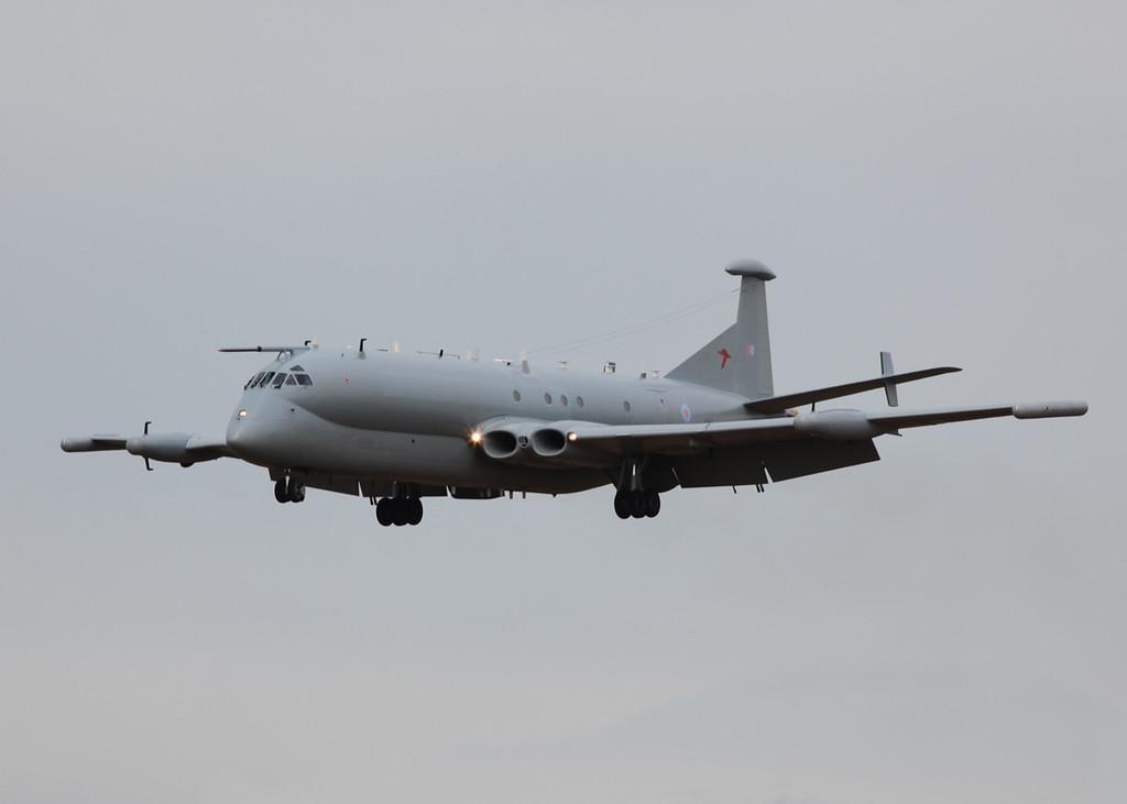 XW664 BAe Nimrod R1 (RAF Waddington) Royal Air Force 8