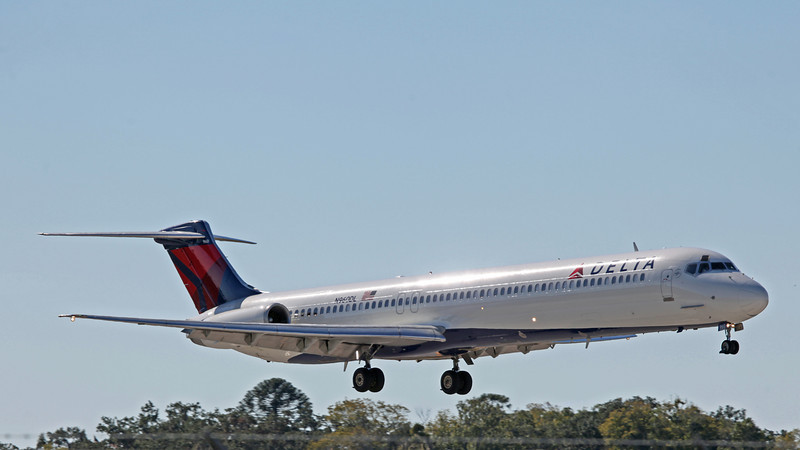 N960DL MD88 (MAN) Delta Airlines