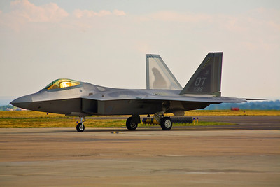 Lockheed Martin/Boeing F-22 Raptor taxis into position