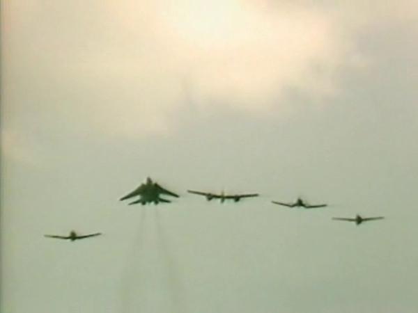 Oshkosh 1986 Grumman Heiritage Flight - Wildcat(F-4F), Hellcat(F-6F), Tigercat(F-7F), and Tomcat(F-14). Video credit to EAA.