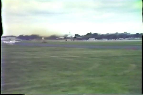 ConcordeTakeOff2Oshkosh_1985
