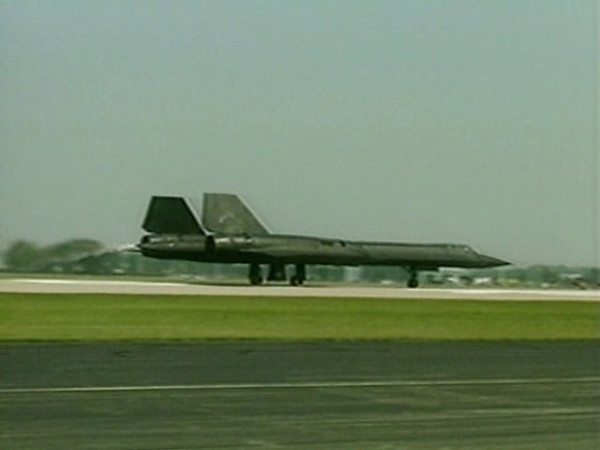SR-71 at Oshkosh 1989, video credit to EAA