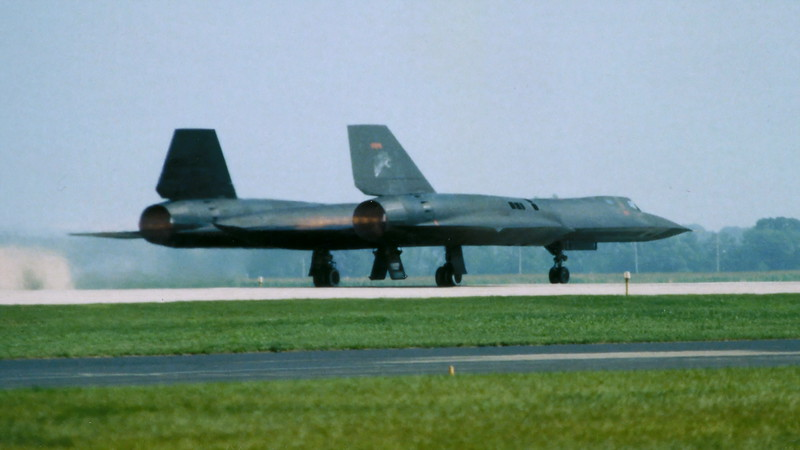 SR-71 Blackbird burner takeoff on Oshkosh runway 18. July-1989
