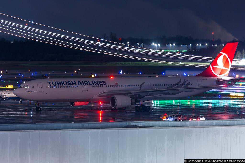 IMAGE: https://photos.smugmug.com/Airplanes/Airliners-and-Airport-Spotting/Charlotte-Douglas-Airport/i-5zQG4Lh/0/XL/JM_2017_03_01_TC-JOI_003-XL.jpg