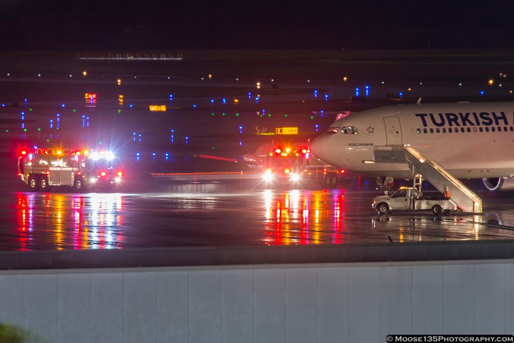 IMAGE: https://photos.smugmug.com/Airplanes/Airliners-and-Airport-Spotting/Charlotte-Douglas-Airport/i-867hrKX/0/XL/JM_2017_03_01_TC-JOI_007-XL.jpg