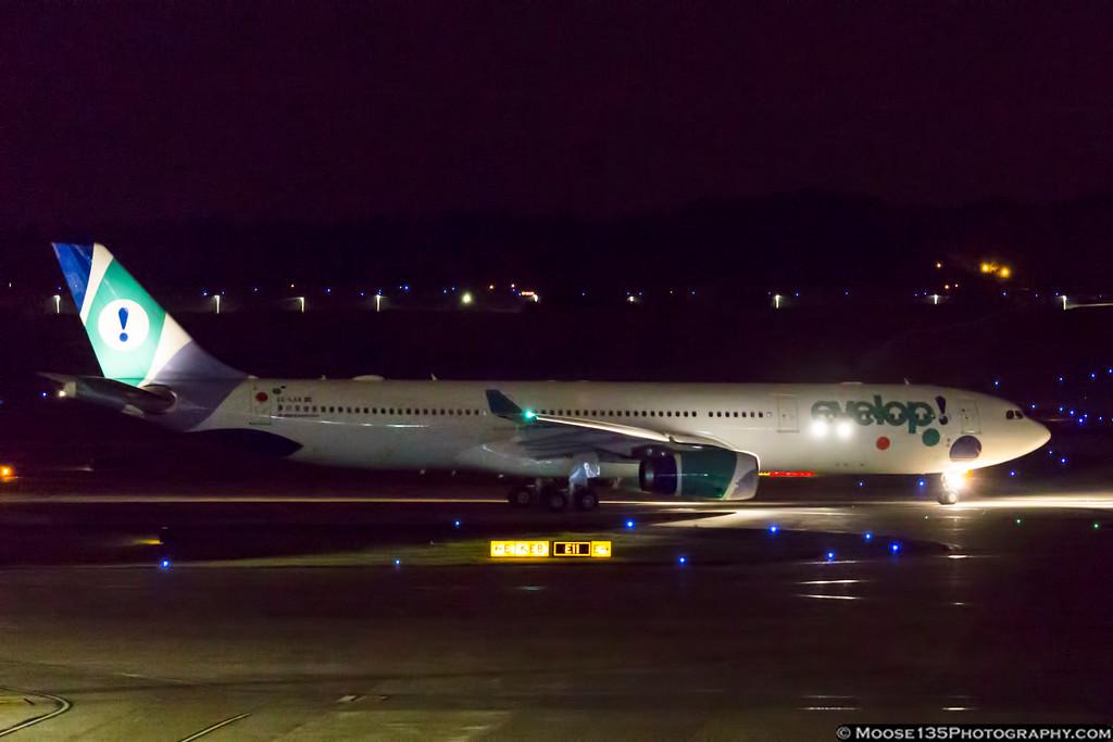 IMAGE: https://photos.smugmug.com/Airplanes/Airliners-and-Airport-Spotting/Charlotte-Douglas-Airport/i-8HSHbMH/0/4e367951/XL/JM_2017_06_22_EC-LXA_011-XL.jpg