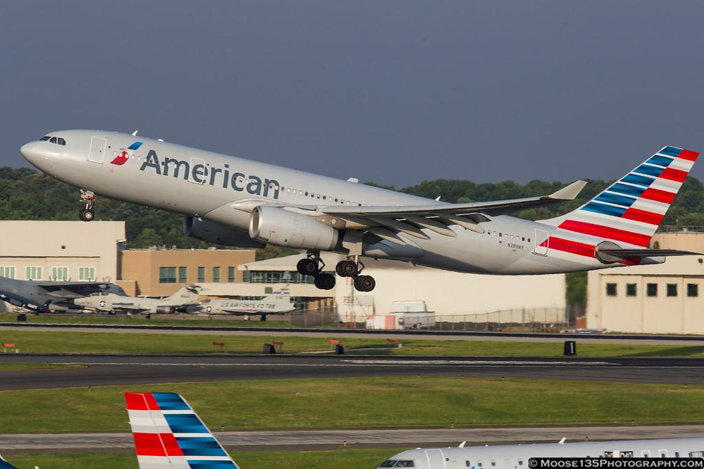 IMAGE: https://photos.smugmug.com/Airplanes/Airliners-and-Airport-Spotting/Charlotte-Douglas-Airport/i-M4P6NmX/0/XL/JM_2016_06_12_N289AY_001-XL.jpg