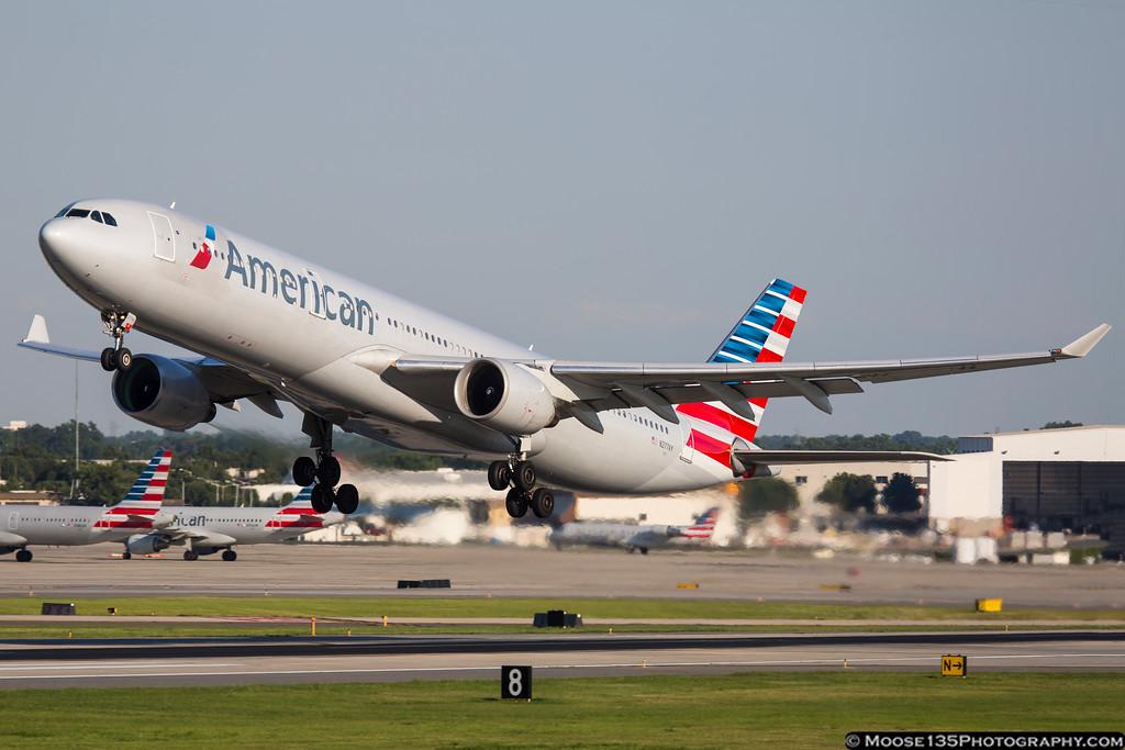 IMAGE: https://photos.smugmug.com/Airplanes/Airliners-and-Airport-Spotting/Charlotte-Douglas-Airport/i-TdGNSrH/0/XL/JM_2016_06_10_N277AY_001-XL.jpg
