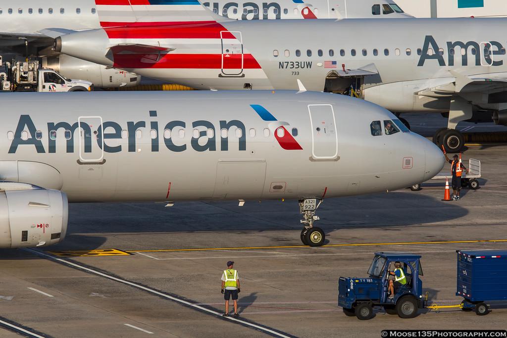 IMAGE: https://photos.smugmug.com/Airplanes/Airliners-and-Airport-Spotting/Charlotte-Douglas-Airport/i-jWxx7TB/0/XL/JM_2016_06_12_N922US_002-XL.jpg