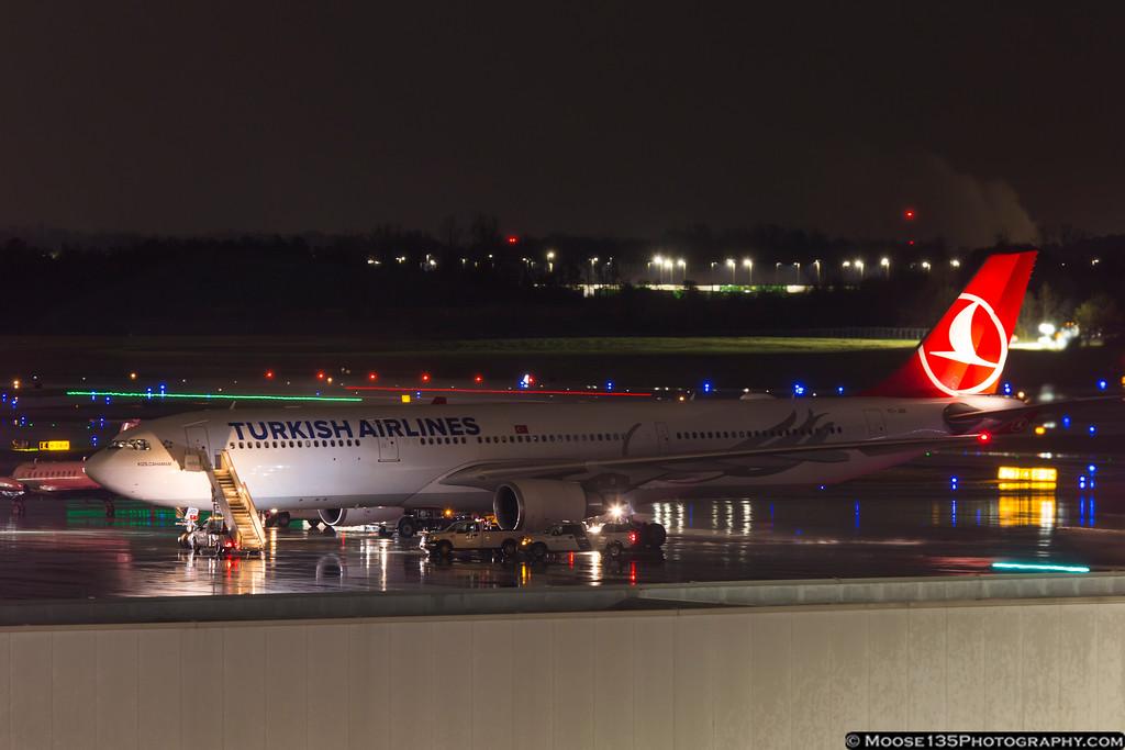 IMAGE: https://photos.smugmug.com/Airplanes/Airliners-and-Airport-Spotting/Charlotte-Douglas-Airport/i-m3MSq6P/0/XL/JM_2017_03_01_TC-JOI_001-XL.jpg