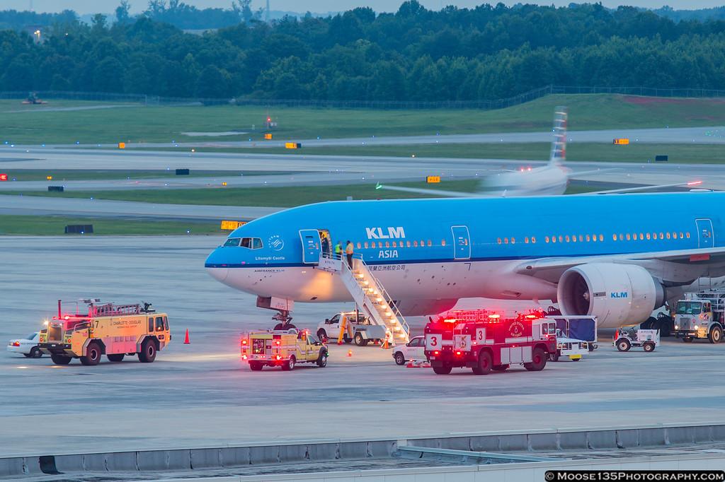 IMAGE: https://photos.smugmug.com/Airplanes/Airliners-and-Airport-Spotting/Charlotte-Douglas-Airport/i-zTD9mcF/0/XL/JM_2016_06_30_PH-BQL_004-XL.jpg