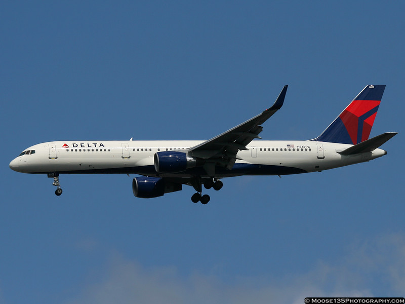 Delta 757 - a one-time TWA bird - arriving at JFK