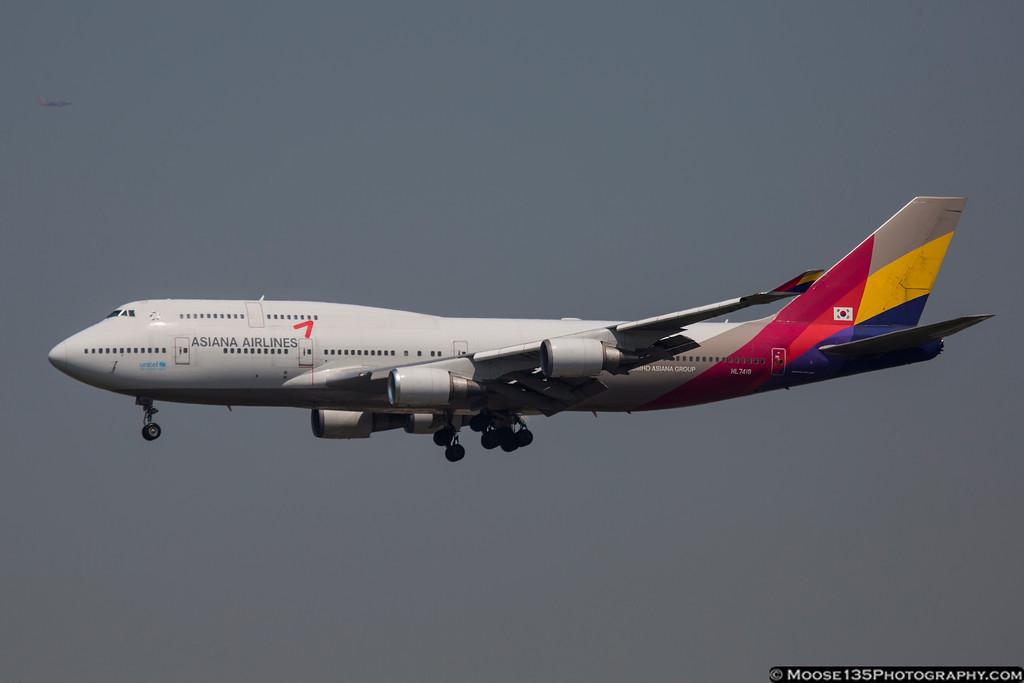 IMAGE: https://photos.smugmug.com/Airplanes/Airliners-and-Airport-Spotting/Kennedy-Airport/i-FTbFV9M/0/XL/JM_2016_05_25_HL7418_001-XL.jpg