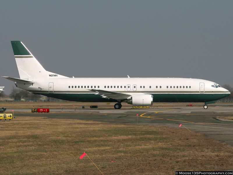 Cablevision's B737 arriving at FRG