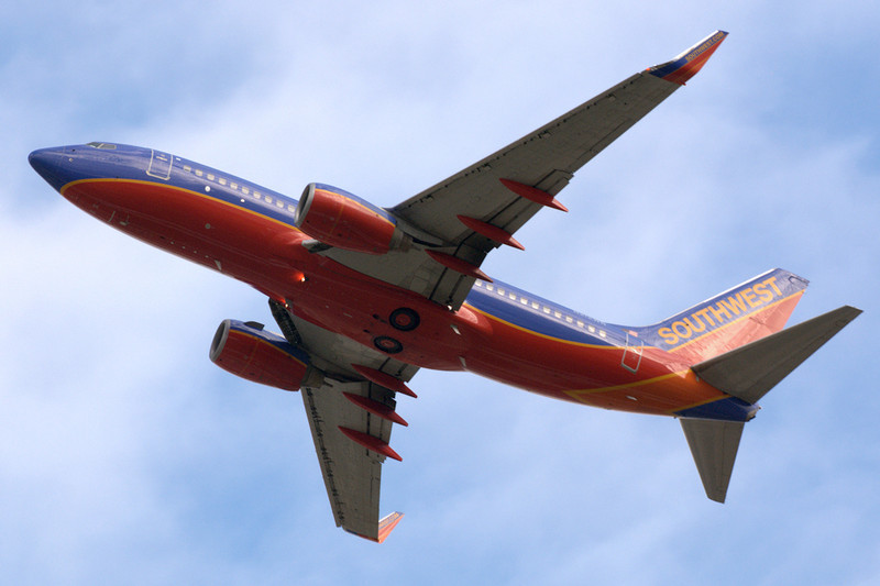Southwest Airlines -  737-7H4  - N212WN