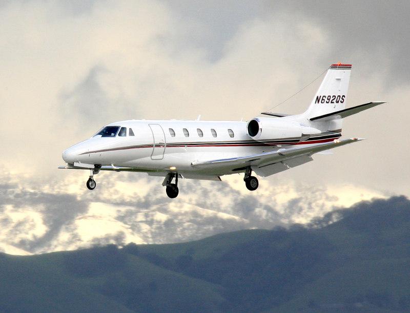 A Cessna 560xl corporate jet, registration N692QS landing at San Jose, California. ·